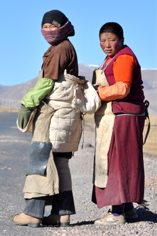 pilgrims going from Yushu to Lhasa