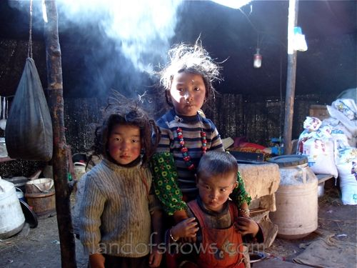 nomad children in Trindu