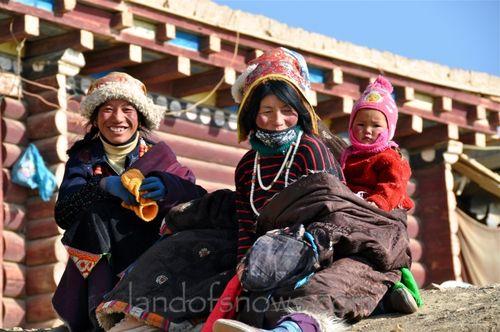 pilgrims at Larung Gar