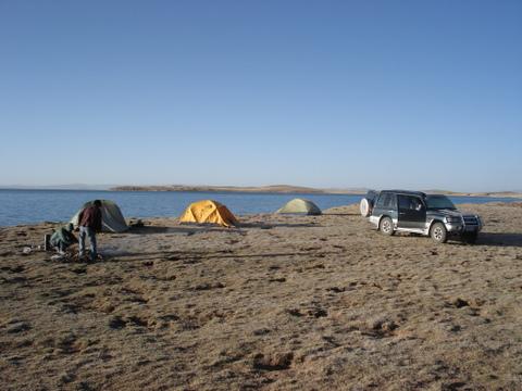 Camping_at_ngoring_lake