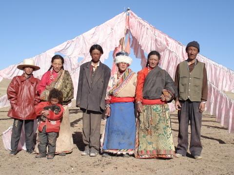 Amdo_nomad_family