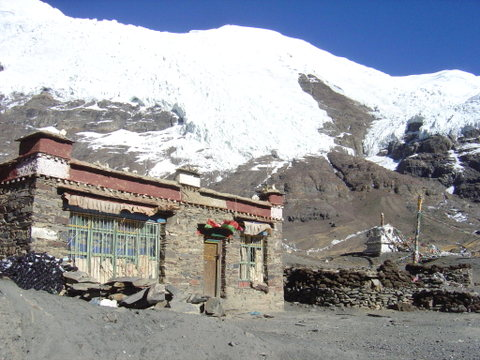 Stone_house_near_everest