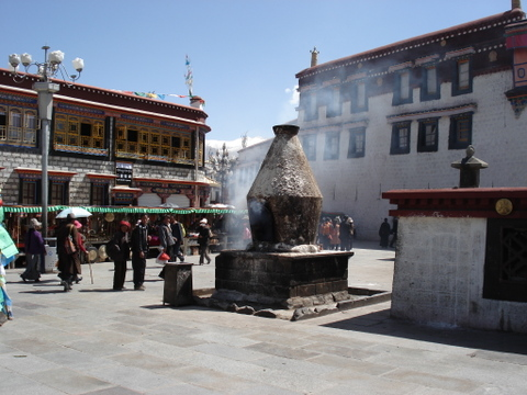 Barkhor_in_lhasa