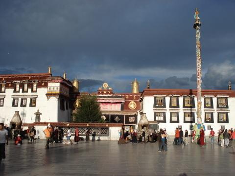 Jokhang_temple_1